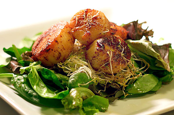 Lazy Blackened Sea Scallops | ContraryCook.com