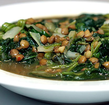 Vegan Lentil Soup With Spinach and Onions | ContraryCook.com