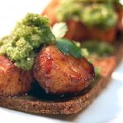 Mestemacher pumpernickel bread and scallops | ContraryCook.com